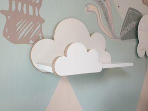 Półka drewniana, chmurka