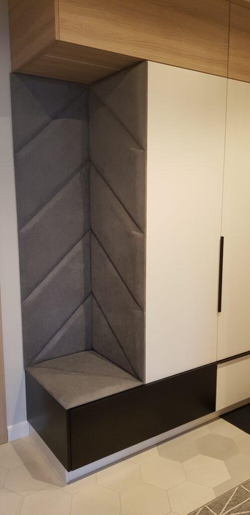 Wygodne siedzisko tapicerowane to sprawdzony element każdego przedpokoju | myMODULO.pl